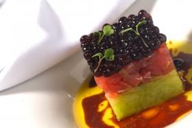 Claude Troisgros: tartare de atum, pepino crocante e tapioca de caviar. Foto divulgação