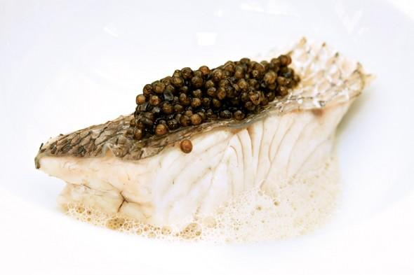 Caviar, ícone fino da cor negra na culinária, na sugestão de Erick Jacquin. Foto: Ricardo Bhering