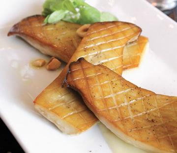 Acima, dupla atração do A Voce e a delicadeza da cozinha do Blanca. No alto, a adaptação da cozinha coreana do chef Jug Sik Yim.
