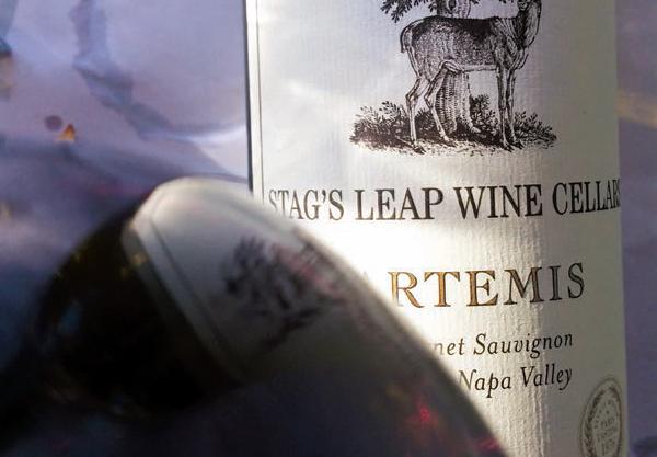 Dois rótulos que contam a história do vinho no mundo, o Stag's Leap, que bateu borgonhas e Bordeaux, e o Grgich Hill, de um dos pioneiros dos modernos vinhedos de Napa Valley.