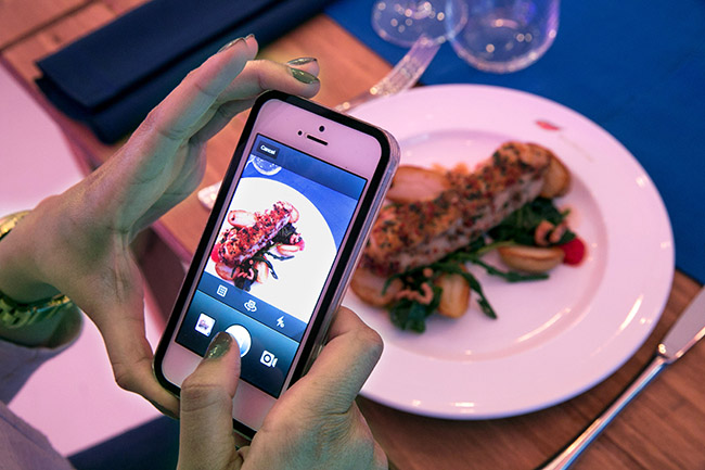 pay-for-food-with-instagram-photos-picture-house-3