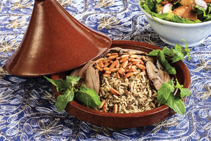 Pernil de cordeiro com arroz marroquino. Foto: Ricardo Bhering